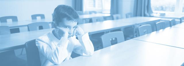 Imagen niño con problemas en aula